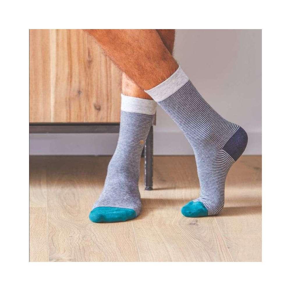 Chaussettes fines rayures en gris